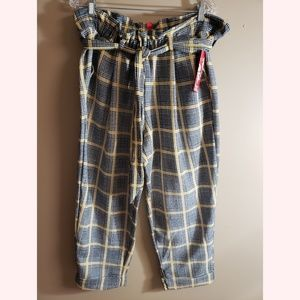 🆕️ Hot Kiss Plaid Capri Pants